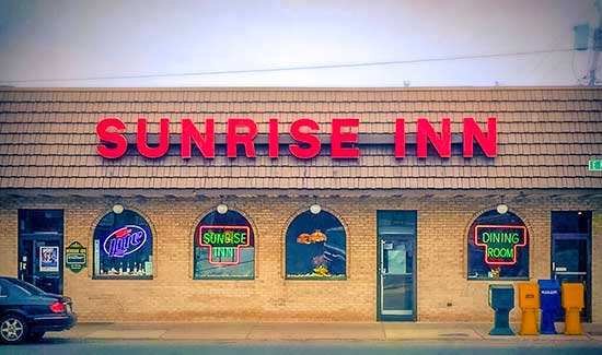 Exterior View of Sunrise Inn of Warren